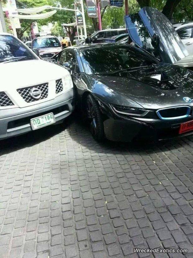 BMW i8 rozbite w Tajlandii