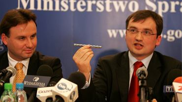 Rok 2007, wiceminister sprawiedliwości Andrzej Duda i jego szef Zbigniew Ziobro