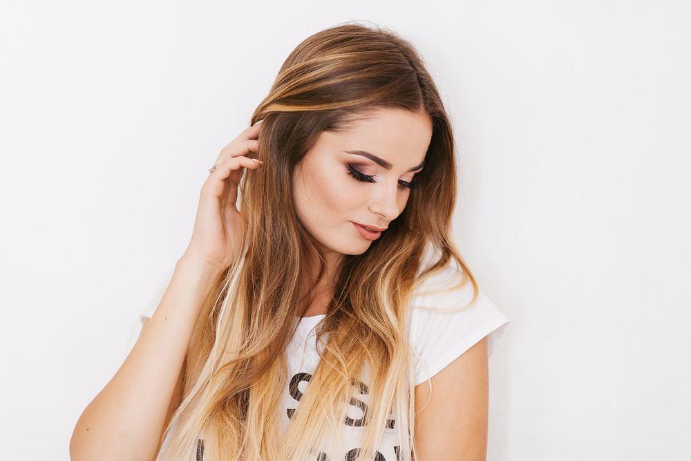 Sombre to sposób koloryzacji włosów, dzięki której wyglądają bardzo nautralnie