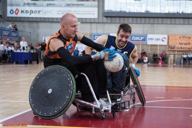 """""""Megawalka i totalna moc"""". Turniej rugby na wózkach w Legionowie"""