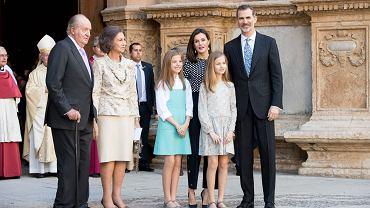 Hiszpańska rodzina królewska po wielkanocnej mszy
