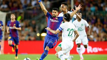 Na Camp Nou odbył się wyjątkowy mecz. Barcelona zagrała z Chapecoense o Puchar Gampera. Faworyci wygrali 5-0, ale nie to w tym spotkaniu było najważniejsze. Zostało ono zorganizowane dla uczczenia ofiar katastrofy lotniczej, w której zginęli prawie wszyscy piłkarze oraz działacze brazylijskiego klubu. Święto popsuli jednak kibice Barcelony, którzy w skandaliczny sposób obrażali Neymara