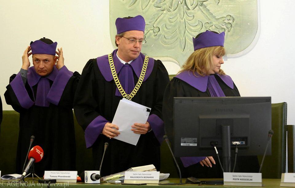 Sędziowie Izby Dyscyplinarnej Sądu Najwyższego podczas pierwszego posiedzenia. Pierwsza z prawej: sędzia Małgorzata Bednarek.
