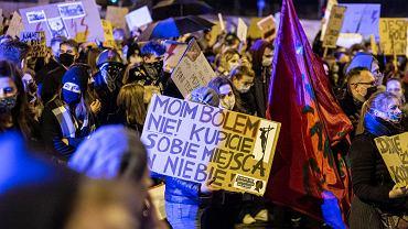 Strajk kobiet. W środę (28 października) ponownie na ulice Białegostoku wszyły tysiące protestujących w związku z orzeczeniem Trybunału Konstytucyjnego, który uznał aborcję z powodu ciężkich wad płodu za niezgodną z konstytucją. Prowokatorzy próbowali go kilkakrotnie zakłócić. Interweniowała policja.