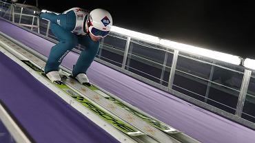 22.11.2019 Wisła, Puchar Świata w skokach narciarskich. Kamil Stoch oddaje skok podczas kwalifikacji.