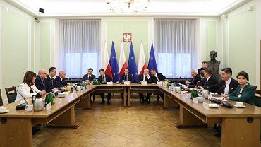 Spotkanie premiera, członków rządu i przedstawicieli klubów oraz kół poselskich
