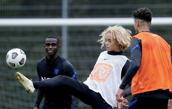 Xavi Simons, młoda gwiazda PSG, wyrzucony ze zgrupowania reprezentacji Holanduu U19. Źródło: Instagram