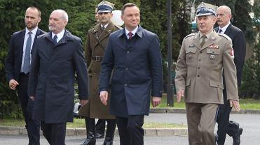 Odprawa Kadry Kierowniczej MON: Antoni Macierewicz, Andrzej Duda i szef sztabu generalnego gen. Mieczysław Gocuł
