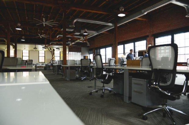 Open space = closed mind (fot. Pexels.com CC0)