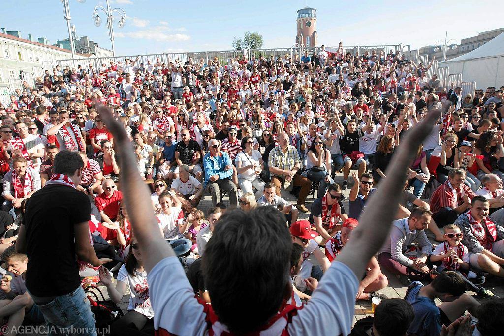 Częstochowa, 12 czerwca 2016. Strefa kibica w ramach Euro 2016 na pl. Biegańskiego podczas meczu Polska - Irlandia Północna