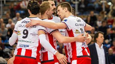 Obrazek z cieszącymi się zawodnikami Asseco Resovii Rzeszów kibice mogli oglądać w tym sezonie bardzo rzadko