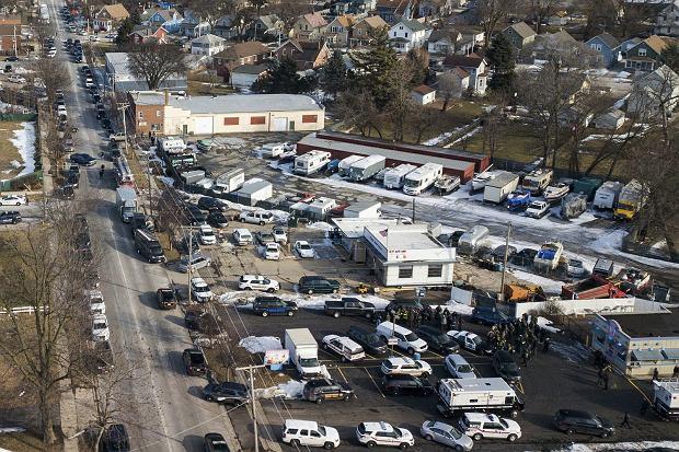 Sześć osób, w tym sprawca, zginęło podczas strzelaniny w miejscowości Aurora na przedmieściach Chicago