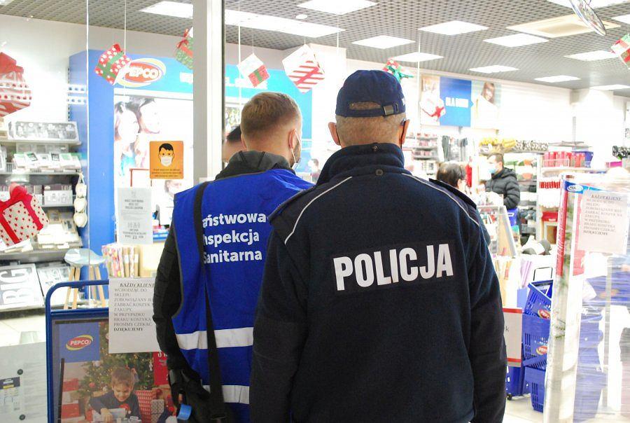 Policjanci i sanepid kontrolują rzeszowskie galerie handlowe. Czy łamane są obostrzenia?