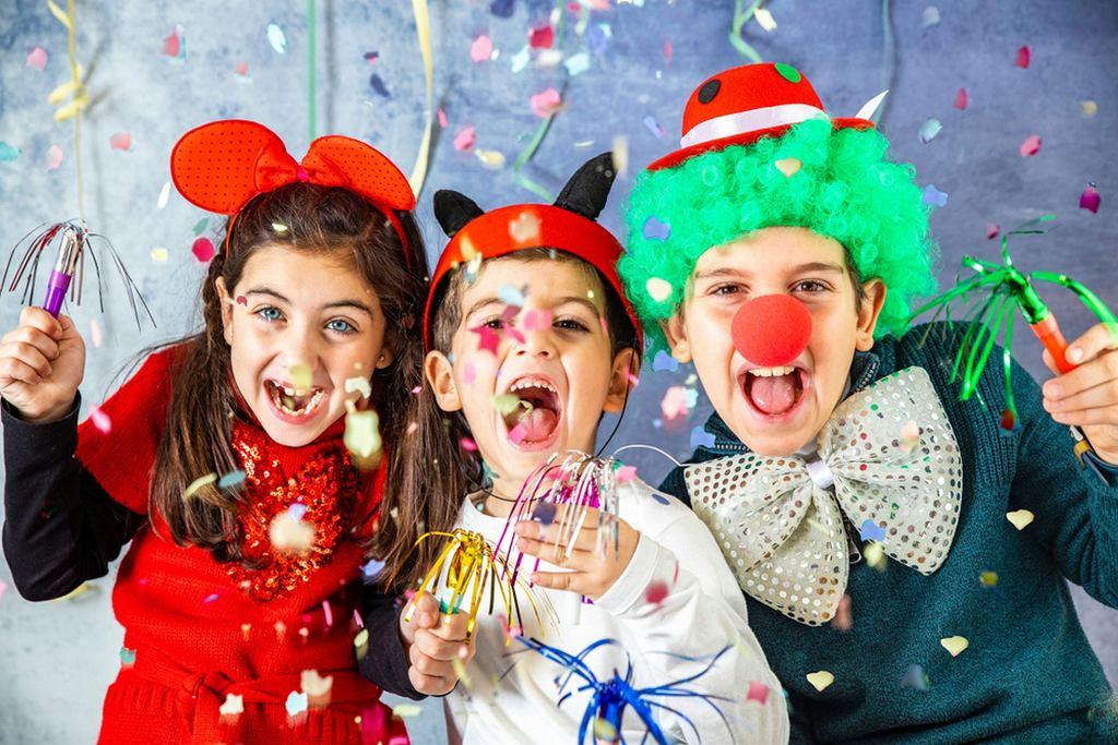 Zabawy karnawałowe dla dzieci to, przede wszystkim, właśnie możliwość przeistaczania się w inne osoby