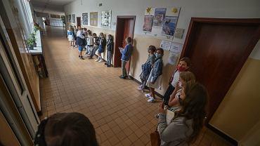 Powrót do szkół. Minister Czarnek 'Rozważamy wariant badania przesiewowego u nauczycieli'