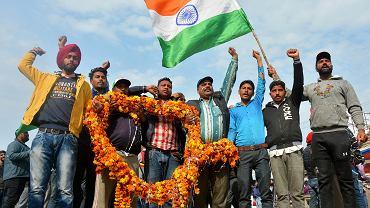 1.03.2019, Amritsar, Indie, entuzjastyczne powitanie pilota wojskowego odesłanego do ojczyzny przez Pakistan