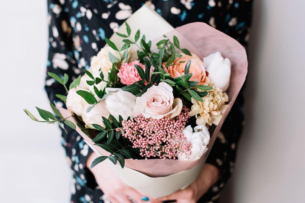 Dzień Kobiet 2019 wypada w piątek. Jaki prezent podarować kobiecie? Kwiaty to coś uniwersalnego