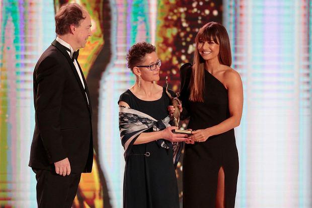 Anna Lewandowska odbiera nagrodę podczas Gali na najlepszego sportowca roku w kategorii 'Serce dla sportu'