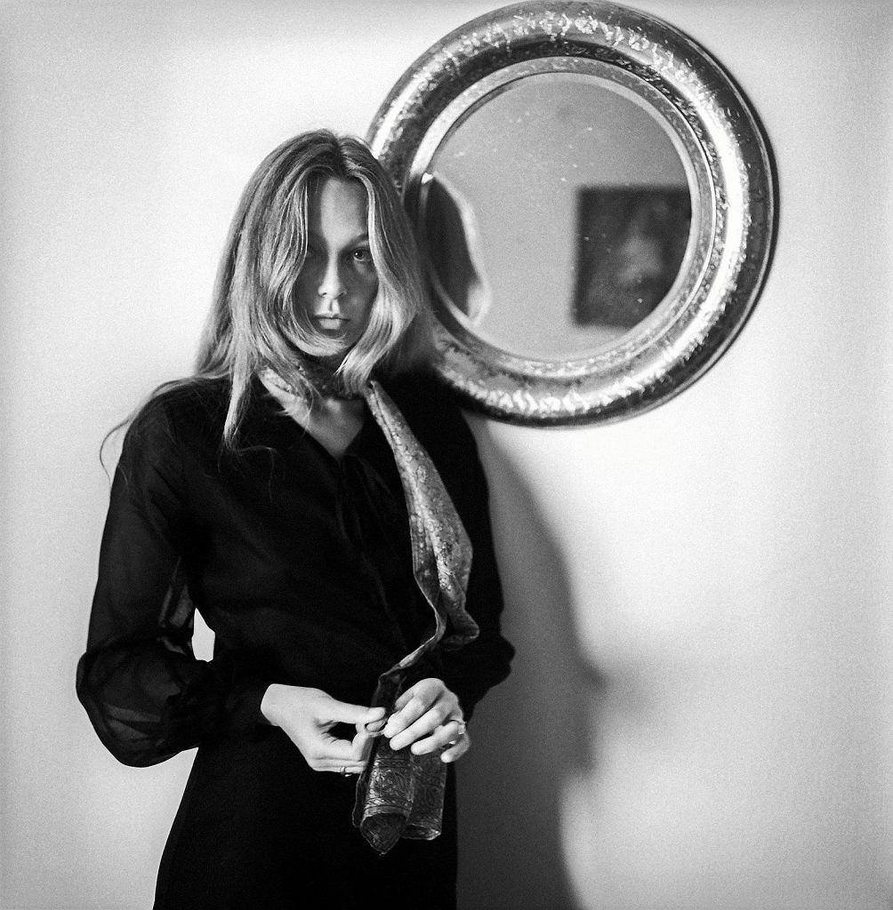 Małgorzata Braunek w swoim mieszkaniu w 1970 roku / TADEUSZ ROLKE