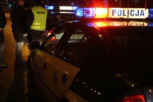 Dwóch mężczyzn szarpało się na środku skrzyżowania. Powód? Pijany kierowca z aplikacji nie chciał wypuścić pasażera