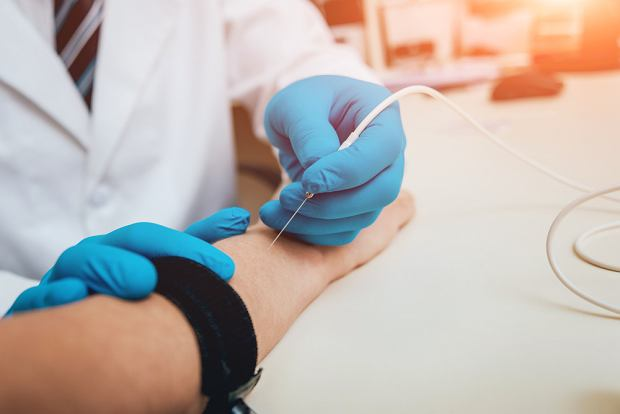 Badanie EMG (elektromiografia): na czym polega, kiedy się przeprowadza takie badanie?
