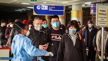 Badanie pasażerów na lotnisku w Chinach