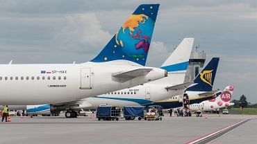 UE planuje wydłużyć czas opóźnienia lotu, po którym pasażerowi należy się odszkodowanie