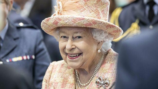 Królowa Elżbieta II nie czekała długo. Zareagowała na ciążę Meghan. Rzecznik przekazał jej oświadczenie