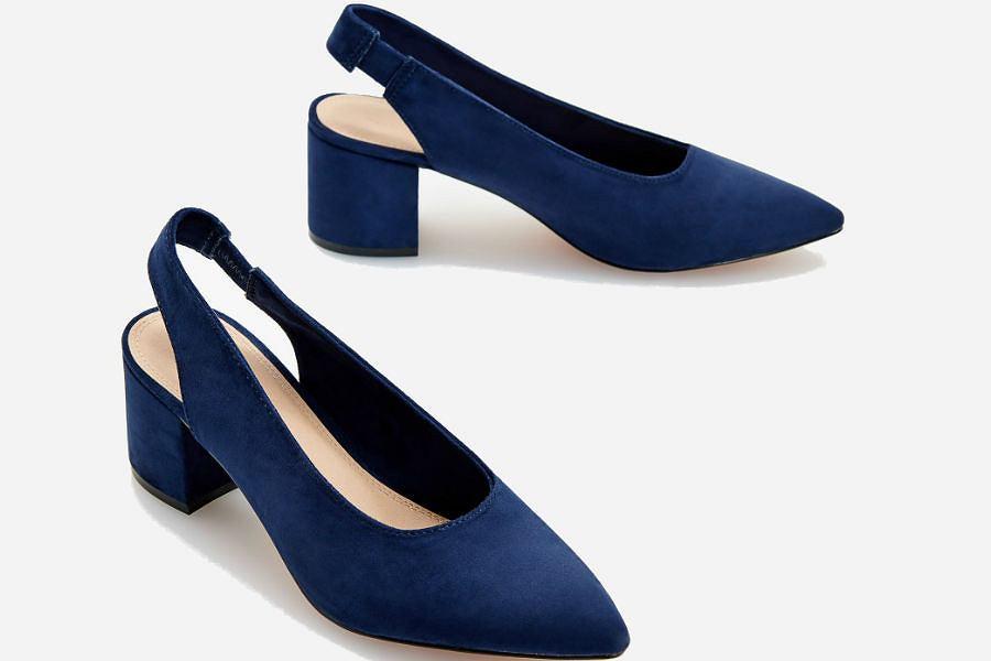 Czółenka w kolorze classic blue