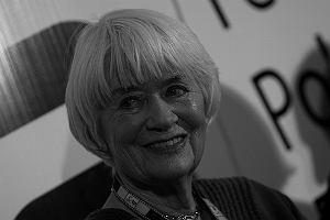 'Nie chcę już opowiadać ludziom o swojej martyrologii, że siedziałam w więzieniu, że cierpiałam, że byłam przerażona. Chcę im powiedzieć, że życie bez miłości jest nic niewarte' - wyznała w jednym ze swoich ostatnich wywiadów dla 'Życia Warszawy'.  Alina Janowska odeszła 13 listopada 2017 w wieku 94 lat. Aktorka od lat cierpiała na Alzheimera i pozostawała pod opieką męża, Wojciecha Zabłockiego. Od kilku lat jej stan się pogarszał, pod koniec życia miała już nikogo nie poznawać. Była jedną z najpopularniejszych aktorek w Polsce, uczestniczyła w Powstaniu Warszawskim oraz angażowała się w akcje społeczne.  Taką ją zapamiętamy.