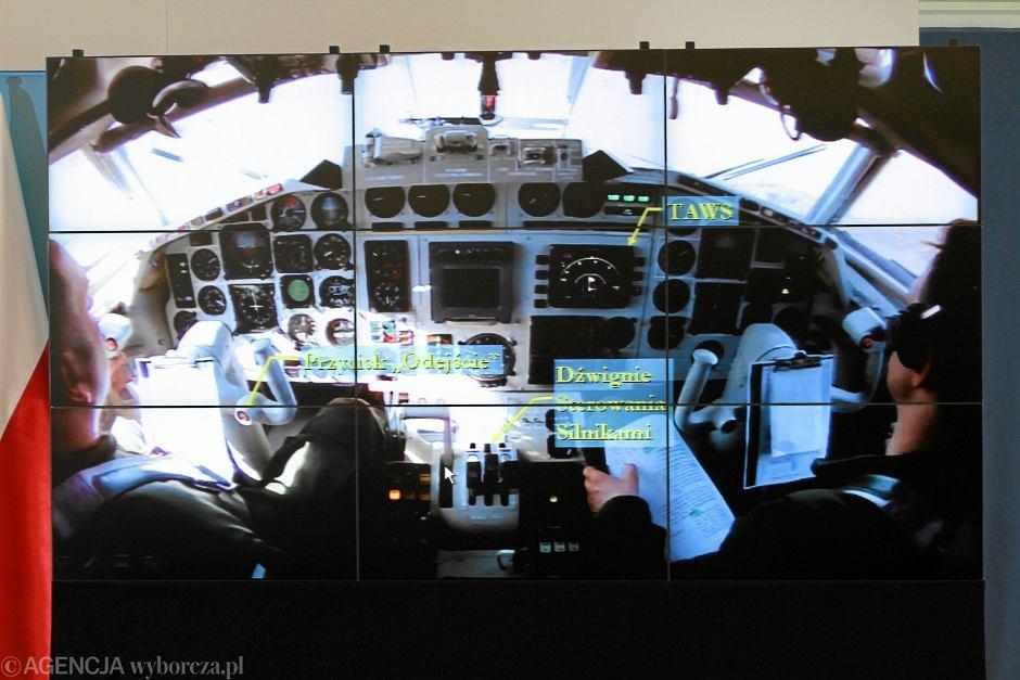 Kadr z prezentacji raportu komisji Jerzego Millera ws. ustalenia okoliczności i przyczyn katastrofy Tu-154