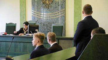 Początek procesu pięciorga działaczy Młodzieży Wszechpolskiej, obwinionych o zakłócenie spotkania z Lechem Wałęsą