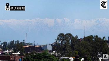 Góry oddalone o ponad 200 km widoczne z jednego z indyjskich miast