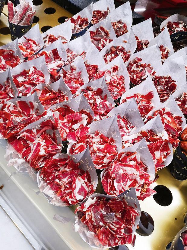 Madryt, Mercado San Miguel - przekąska - plastry szynki dojrzewającej