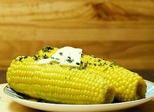 Czy jest coś prostszego niż kolby kukurydzy z masłem?  - ugotuj