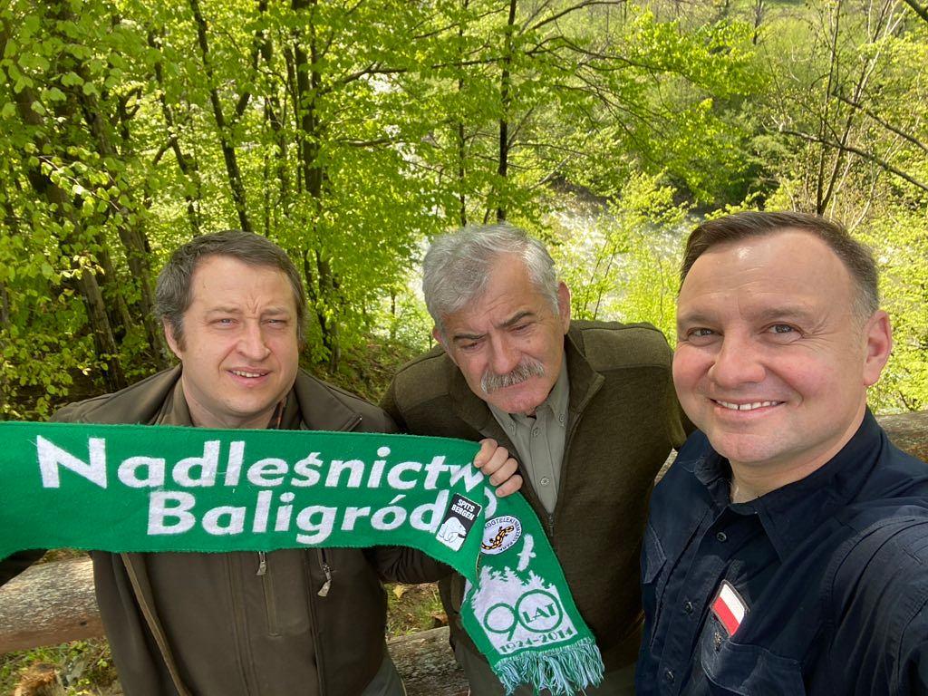 Andrzej Duda na spotkaniu z leśnikami Kazimierzem Nóżką i Marcinem Sceliną z Nadleśnictwa Baligród
