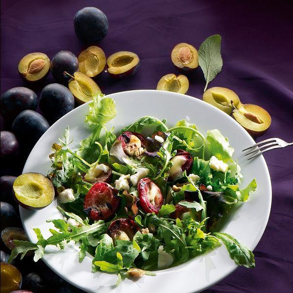 Grillowane śliwki z gorgonzolą, chilli i syropem klonowym