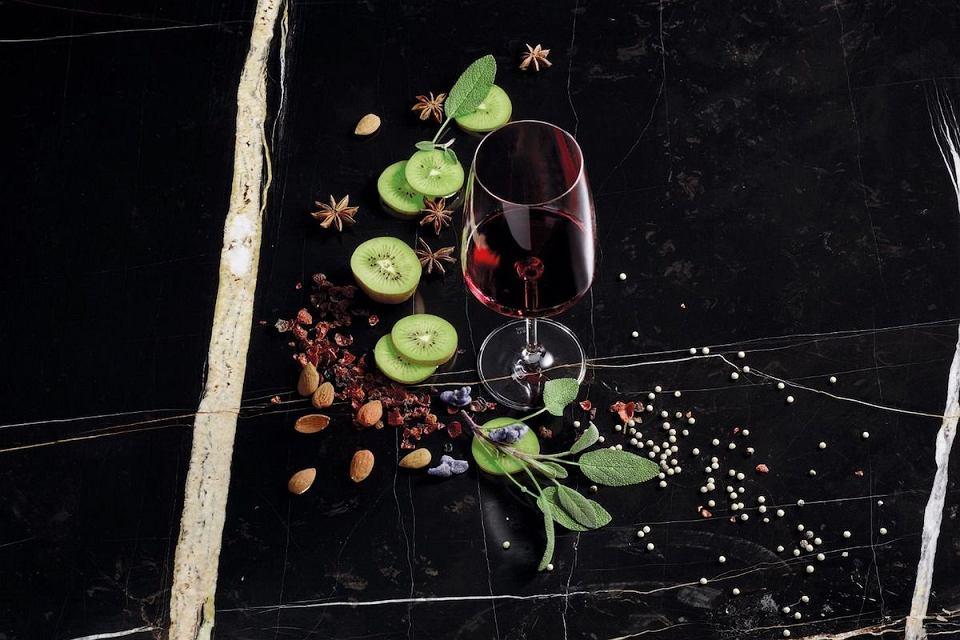 Kieliszek do wina czerwonego Schott Zwiesel Sensa Flavoursome & Spicy o pojemności 660 ml.