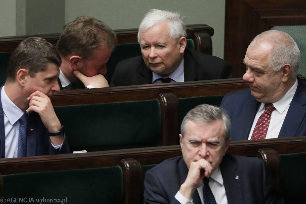 Prezes Jarosław Kaczyński i minister zdrowia Łukasz Szumowski podczas debaty nad wotum zaufania dla rządu PiS. Warszawa, 4 czerwca 2020