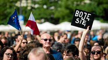 """""""Czarny Protest"""" w Krakowie. W poniedziałek 3 października kobiety w całym kraju chcą wziąć wolne, by zaprotestować przeciw zaostrzeniu prawa aborcyjnego"""