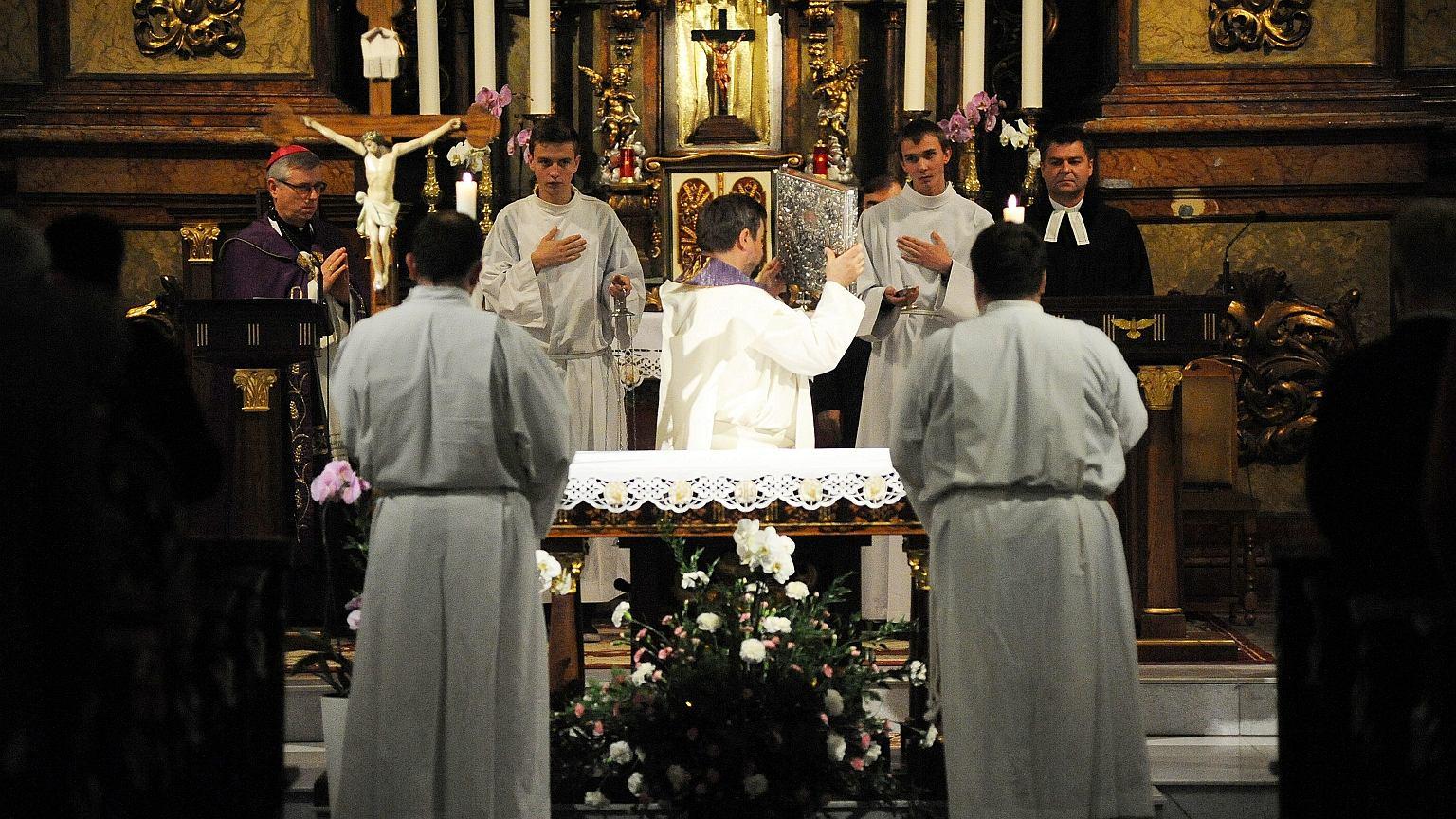 W Polsce w ostatnich 20. latach liczba wierzących zmniejszyła się o 9 proc. Na zdjęciu msza św. w kościele św. Antoniego we Wrocławiu