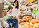 Czy można sadzać dziecko w sklepowym wózku? Eksperci tłumaczą, czy to bezpieczne