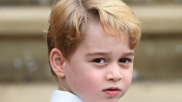 Książę George skończył 6 lat. Jego urodzinowe portrety są przeurocze, ale uwagę skrada... koszulka z sieciówki. Cena nas zaskoczyła