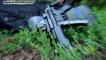 Policjanci z Dolnego Śląska rozbili grupę przestępczą zajmującą się handlem narkotykami