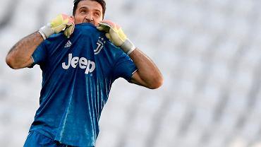 Zaskakujące oferty dla Gianluigiego Buffona. 43-latek chce grać dalej
