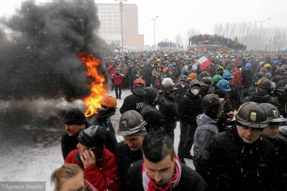 https://bi.im-g.pl/im/43/ec/18/z26133827IBG,Protest-gornikow-z-JSW--2015-roku.jpg