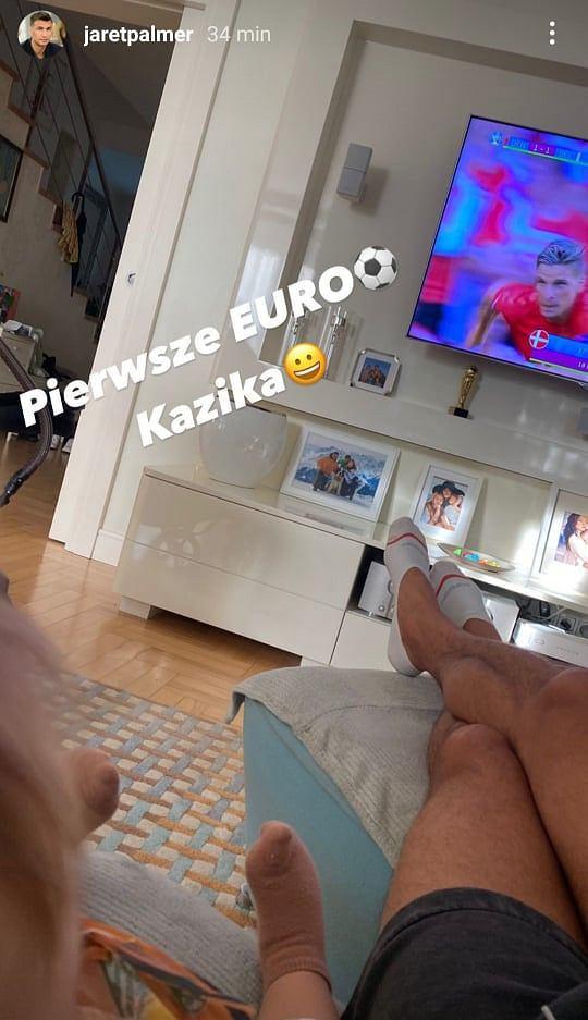 Jarosław Bieniuk ogląda z synem mecz