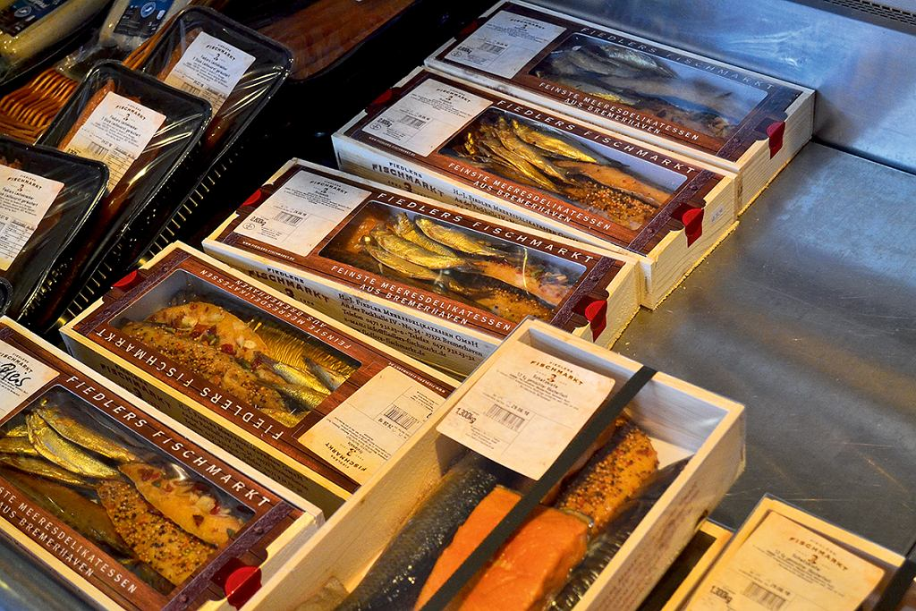 Bremerhaven, świeże ryby w centrum handlowym przy porcie rybackim