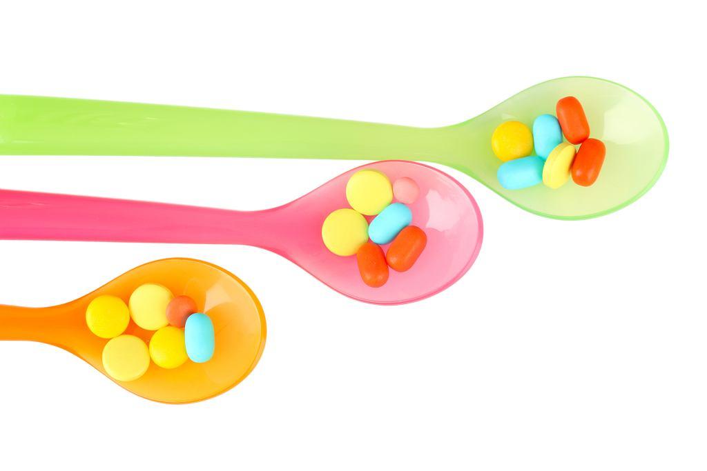 Witaminy dla dzieci to dobry pomysł? Niekoniecznie. Zamiast przyjmować suplementy, lepiej sięgnąć po owoce i warzywa.