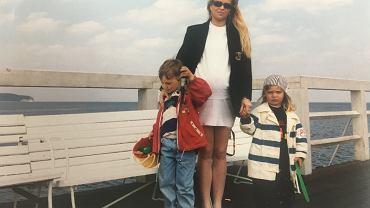 Joanna Przetakiewicz z synem: Aleksandrem i Flipem. Najmłodszy z nich, Jakub, jeszcze w brzuchu